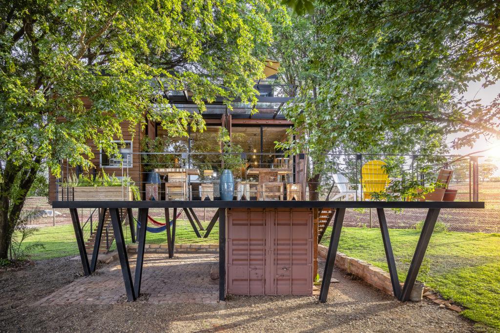 A Casa Suspensa Container House – Brazil 13