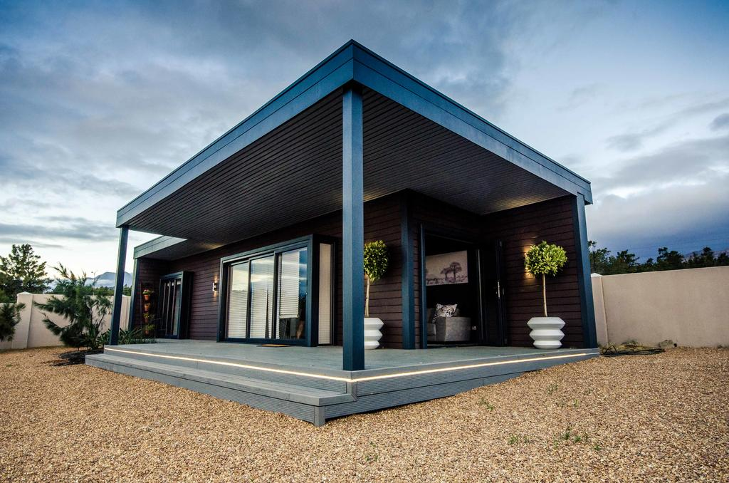 Wonderfully Designed Container House from Cape Town 7