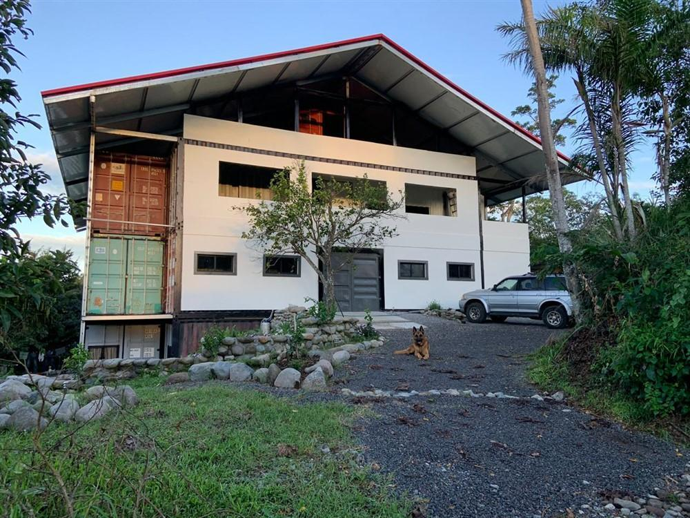 A Different Container House in Nature from Panama 1