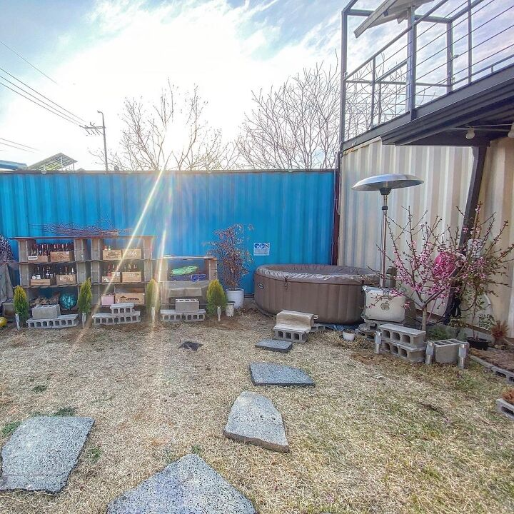 Container House Located in the Seaside Village of Seoul 1