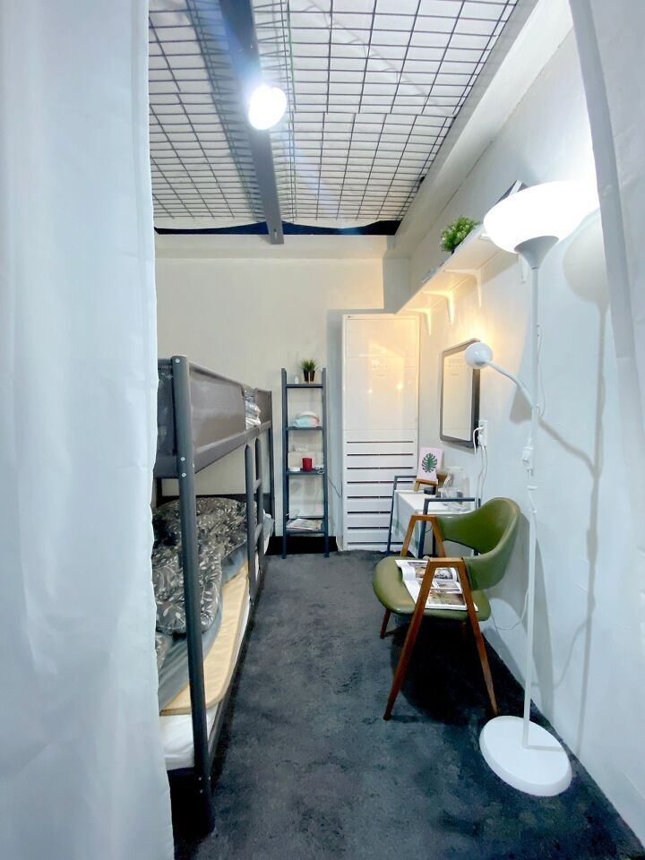 Container House Located in the Seaside Village of Seoul 19