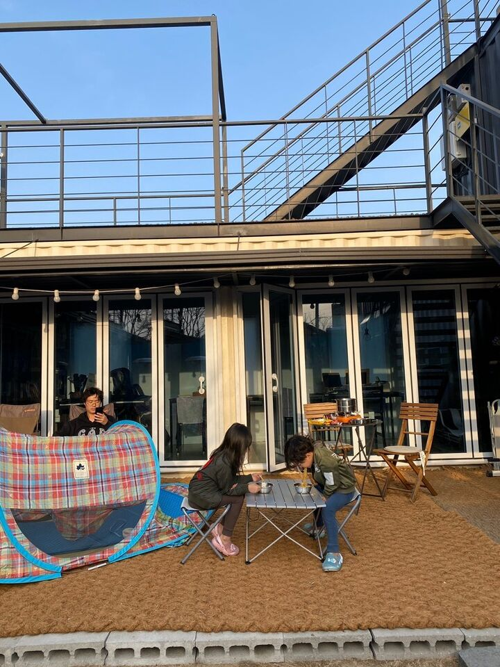 Container House Located in the Seaside Village of Seoul 2
