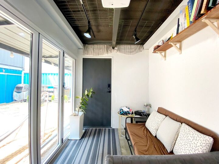 Container House Located in the Seaside Village of Seoul 21