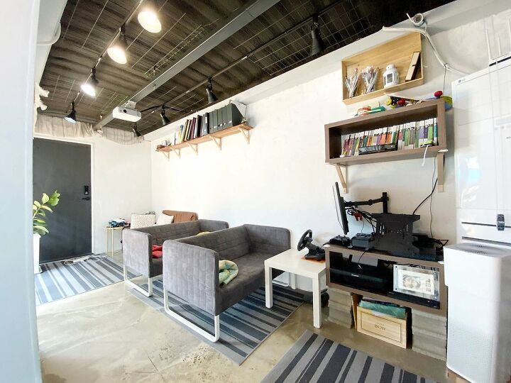 Container House Located in the Seaside Village of Seoul 23