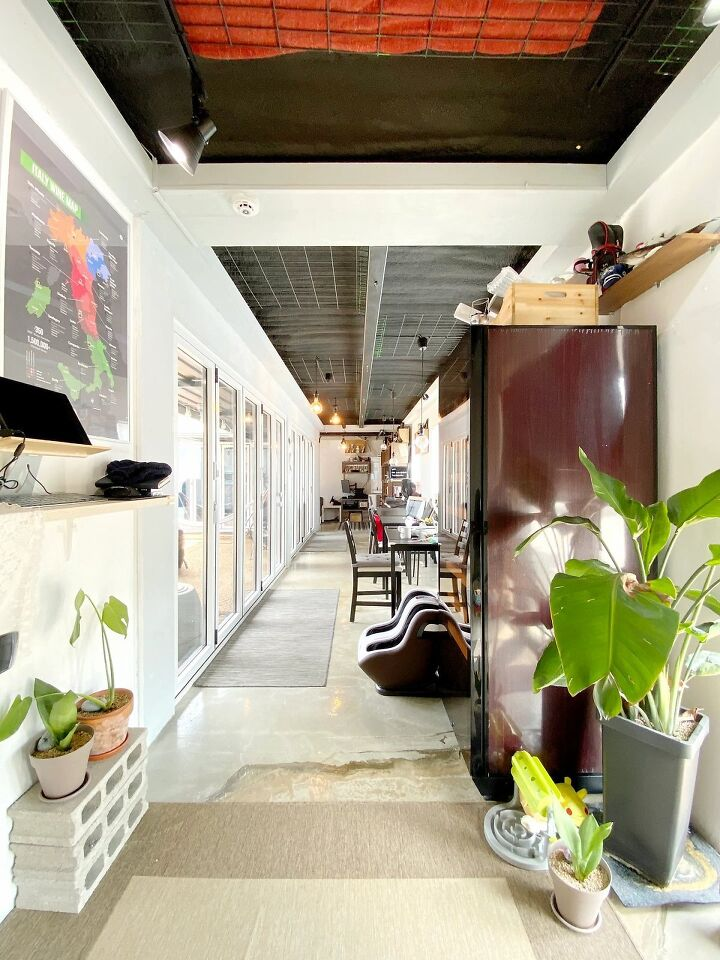 Container House Located in the Seaside Village of Seoul 27