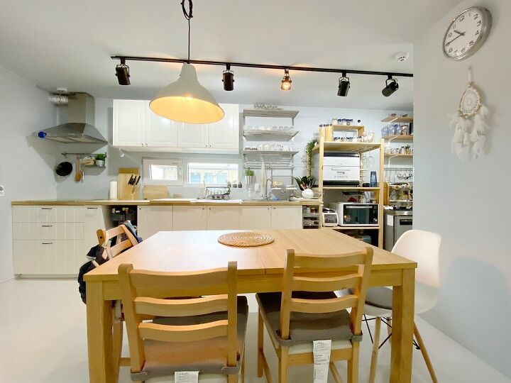Container House Located in the Seaside Village of Seoul 29