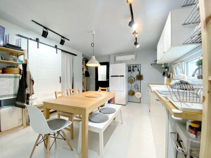 Container House Located in the Seaside Village of Seoul 30