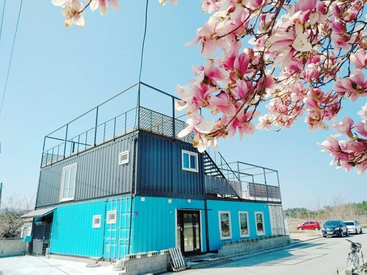 Container House Located in the Seaside Village of Seoul 33