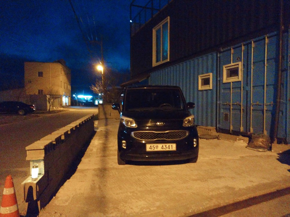 Container House Located in the Seaside Village of Seoul 41