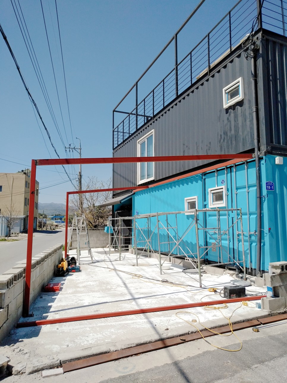 Container House Located in the Seaside Village of Seoul 42