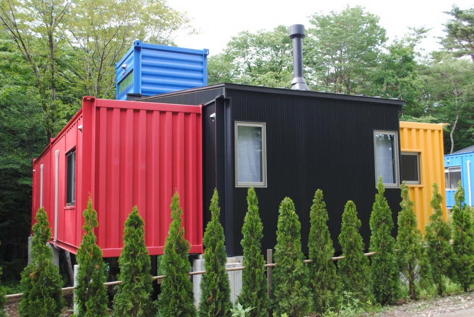 Container House Which Attracts Attention with its Design and Colors 2
