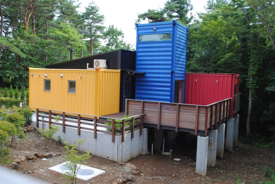 Container House Which Attracts Attention with its Design and Colors 3