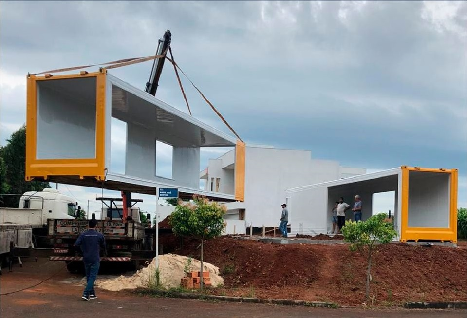 House Made with the Harmony of Concrete and Shipping Container from Brazil 11
