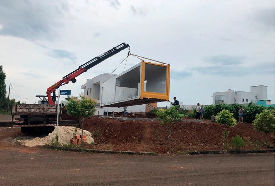 House Made with the Harmony of Concrete and Shipping Container from Brazil 12