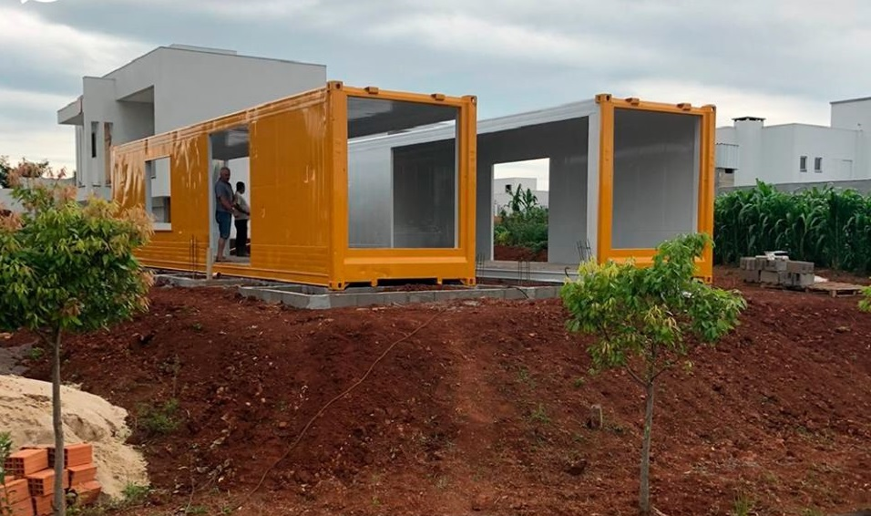 House Made with the Harmony of Concrete and Shipping Container from Brazil 13