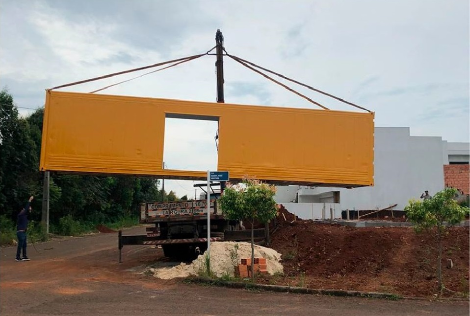 House Made with the Harmony of Concrete and Shipping Container from Brazil 14
