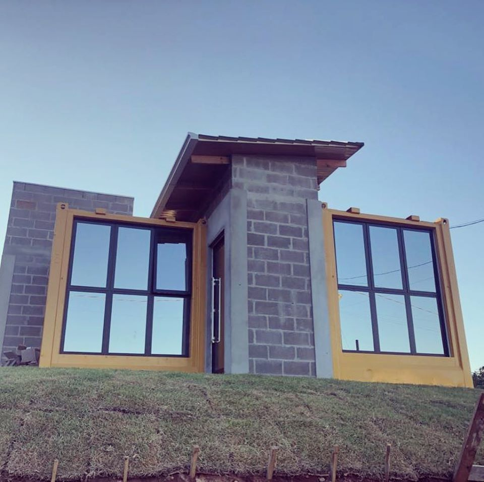 House Made with the Harmony of Concrete and Shipping Container from Brazil 4