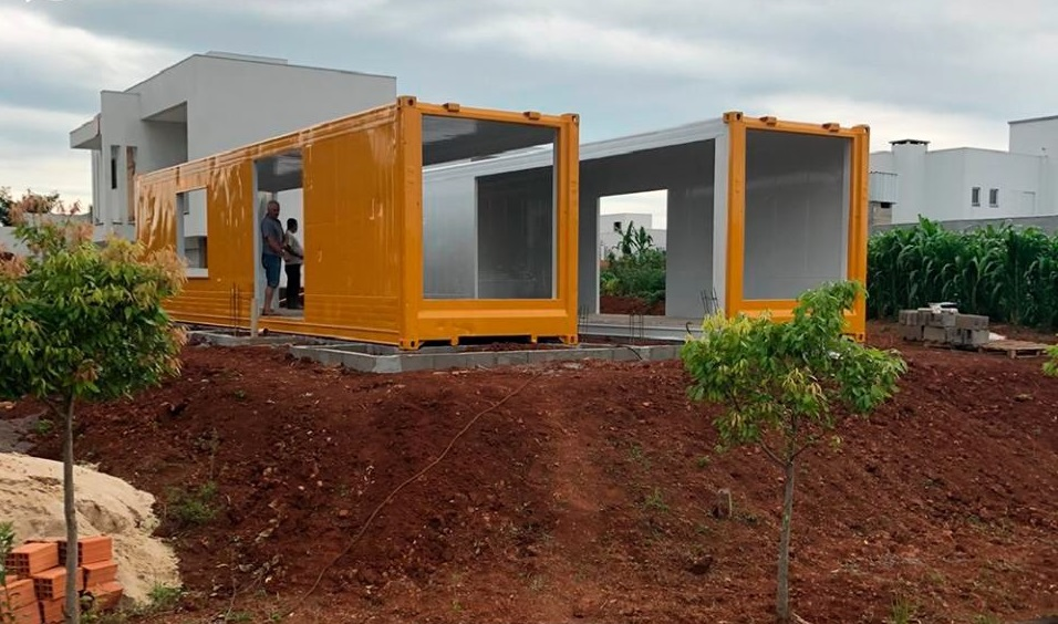 House Made with the Harmony of Concrete and Shipping Container from Brazil 5