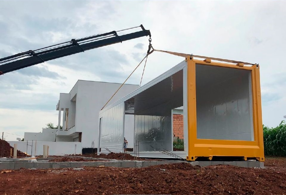 House Made with the Harmony of Concrete and Shipping Container from Brazil 6