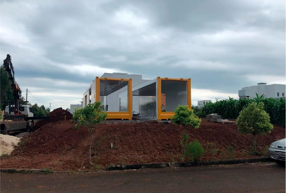 House Made with the Harmony of Concrete and Shipping Container from Brazil 7