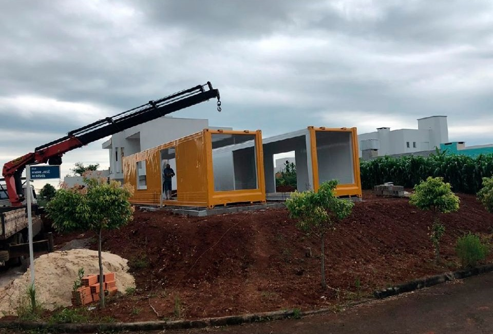House Made with the Harmony of Concrete and Shipping Container from Brazil 8