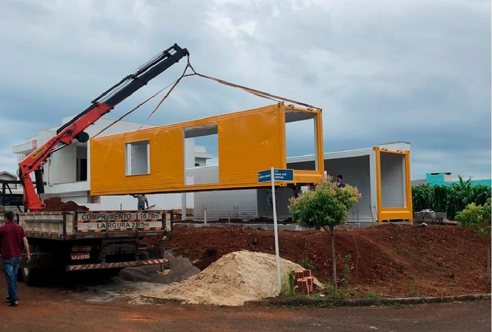 House Made with the Harmony of Concrete and Shipping Container from Brazil 9