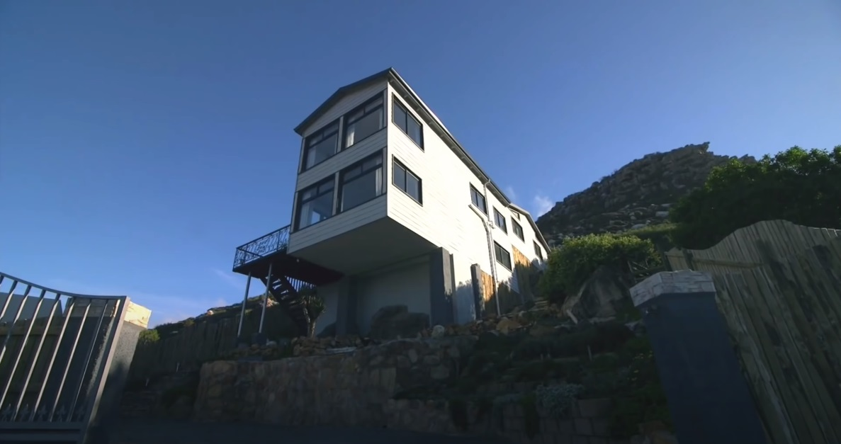 Seven Shipping Containers Convert into Super Luxury Container Home Aprox. 300.000 32