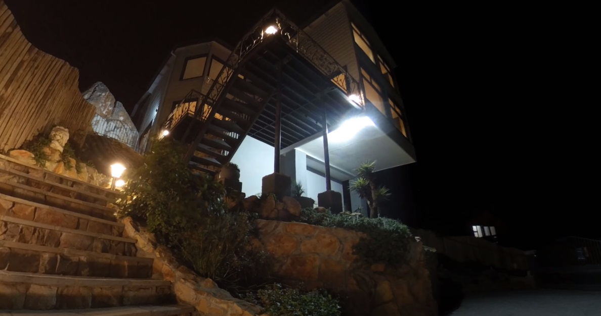 Seven Shipping Containers Convert into Super Luxury Container Home Aprox. 300.000 35