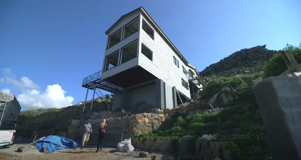 Seven Shipping Containers Convert into Super Luxury Container Home Aprox. 300.000 37