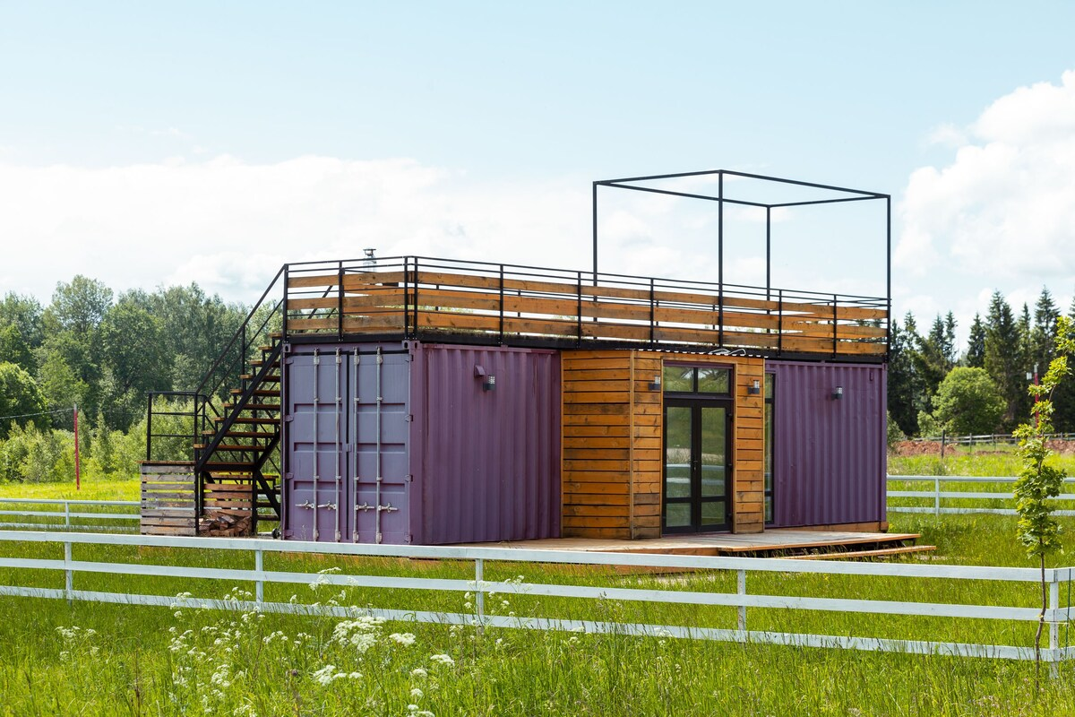 Stylish Small and Very Cozy House from the Sea Container in Moscow 1