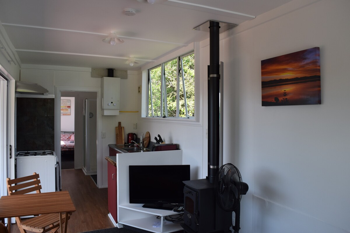 Wonderful Deck Container House in the New Zealand Forest 6