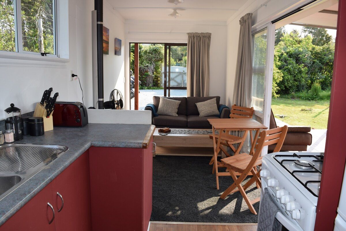Wonderful Deck Container House in the New Zealand Forest 7